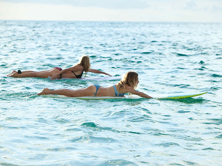 30_8-SURF-GODDESS-SURFING-ON-THE-RETREAT-5