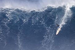 Серфинг на больших волнах в Мауи