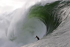 Серфинг на больших волнах в Ирландии