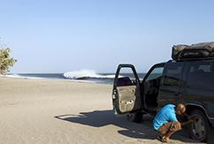 На внедорожнике по пляжу