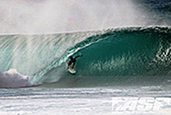 Перроу победил в Billabong Pipe Masters; Флоренс - чемпион Vans Triple Crown