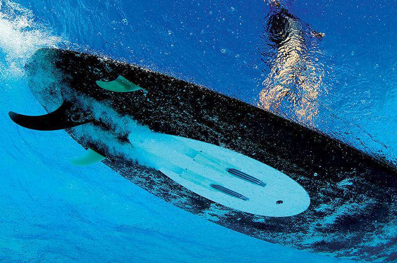 WaveJet - моторизованная доска для серфинга по большим волнам