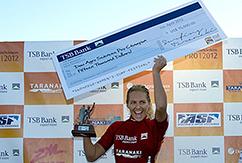 Гилмор откупорила шампанское на TSB Bank New Zealand Surf Festival