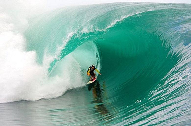 Эволюция женского серфинга по большим волнам