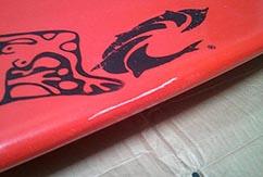 Избавляемся от вмятин на доске для серфинга