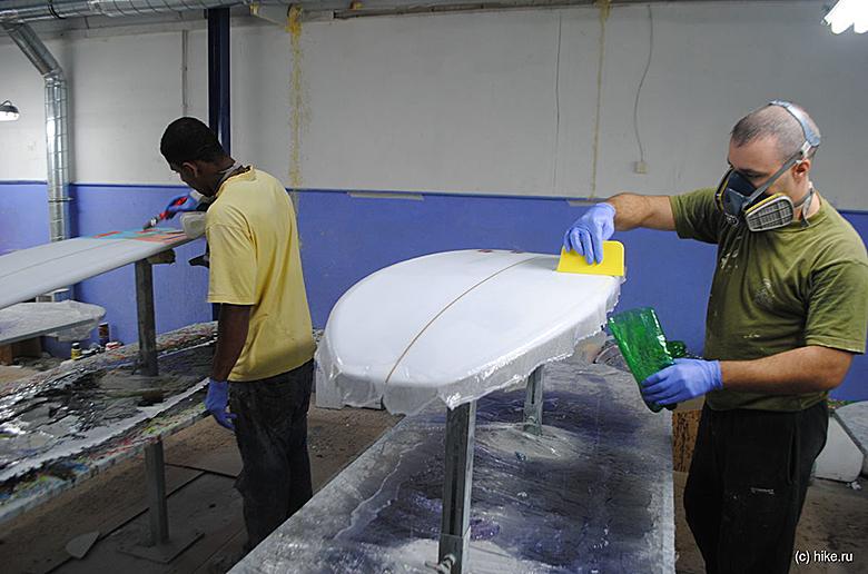 Ламинирование доски для серфинга эпоксидной био-смолой
