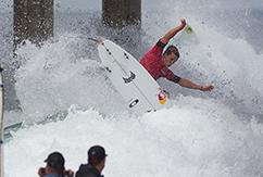 Джулиан Уилсон победил в открытом чемпионате США по серфингу