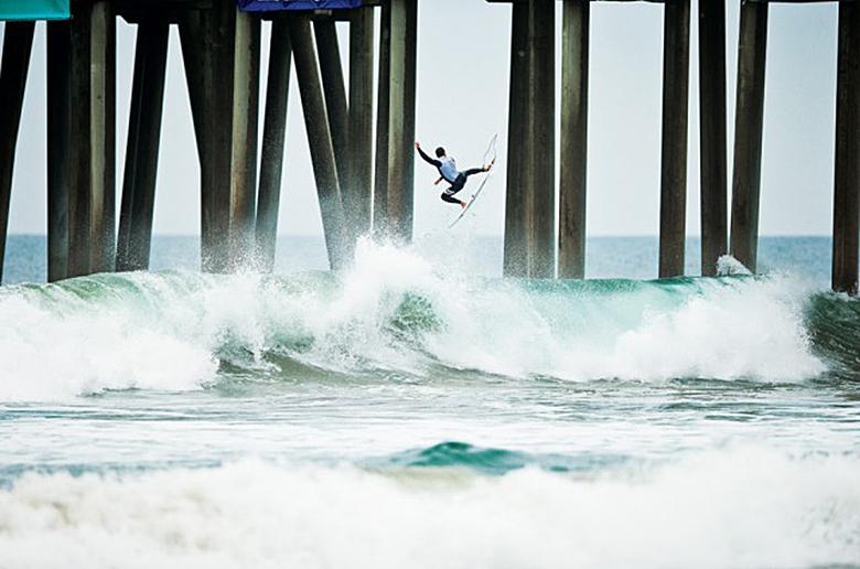 В серфинге наступил ренессанс воздушной акробатики, но какой ценой?