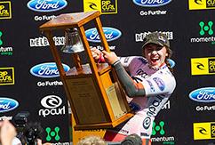 Карисса Мур празднует победу на Rip Curl Women's Pro Bells Beach 2013