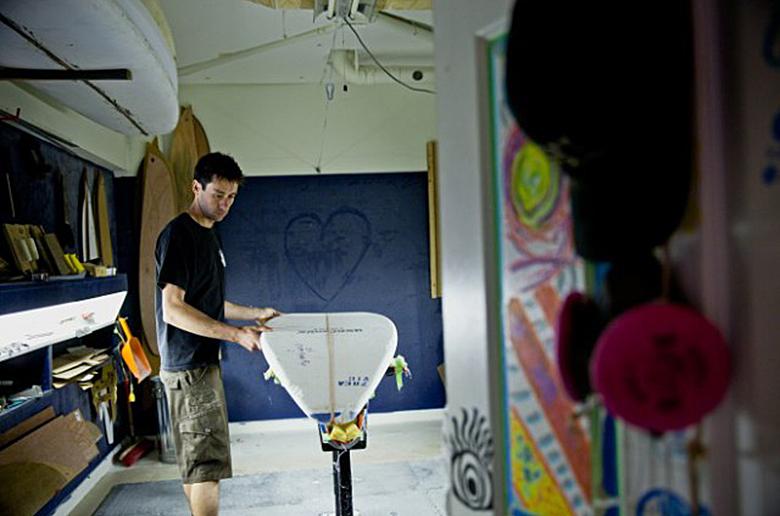 Душа серфинга: созданные вручную доски в мире машин
