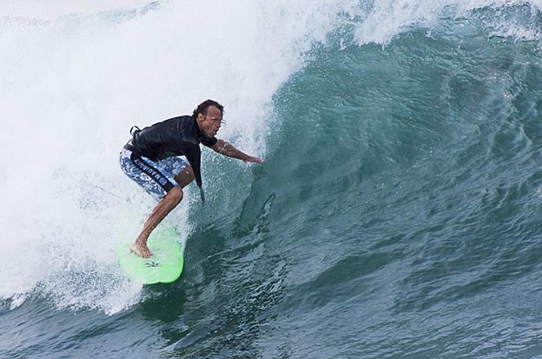 Джефф Денхолм – ярчайший пример любви к серфингу по большим волнам