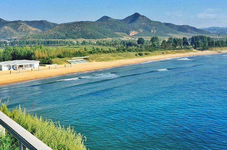 Первая сёрф-поездка в Северную Корею