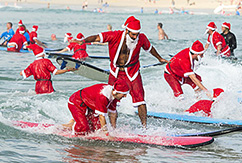 320 Санта-Клаусов в самой массовой каталке в истории