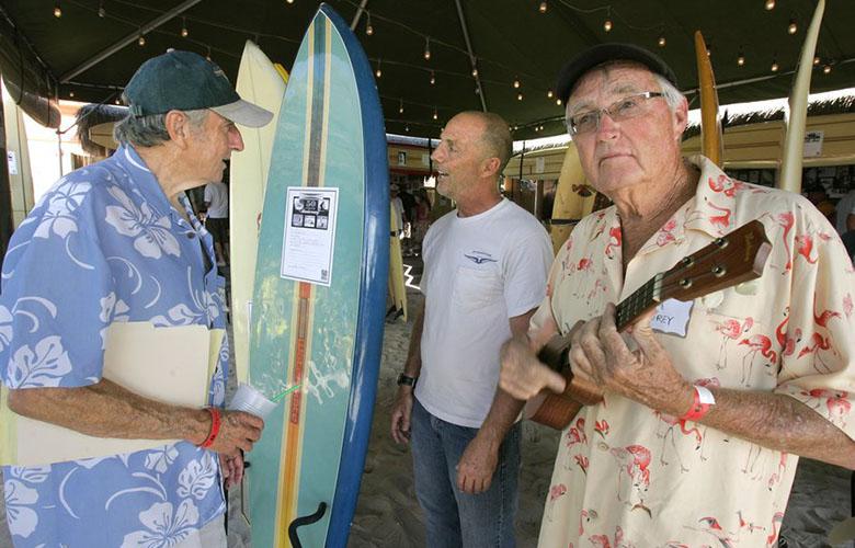 Ларри Гордон (слева) в разговоре с Эриком Хаффманом