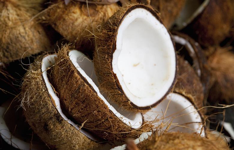 Замечательный источник энергии во время тренировок - кокос