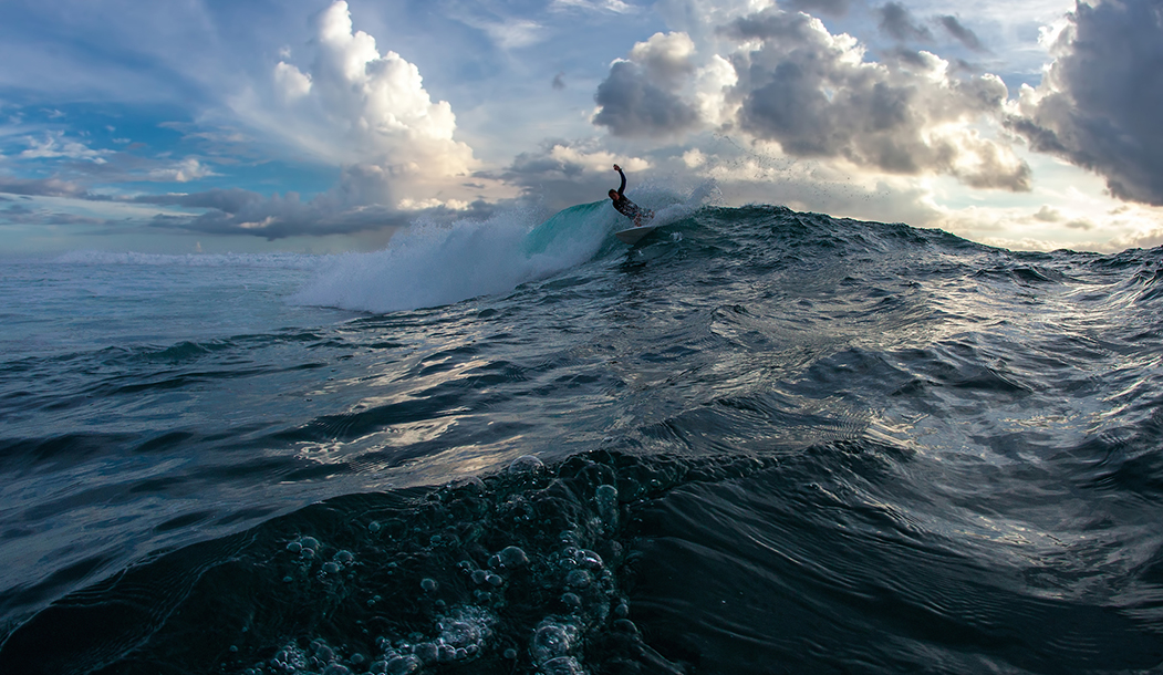Съемка с воды на волнах Индийского океана