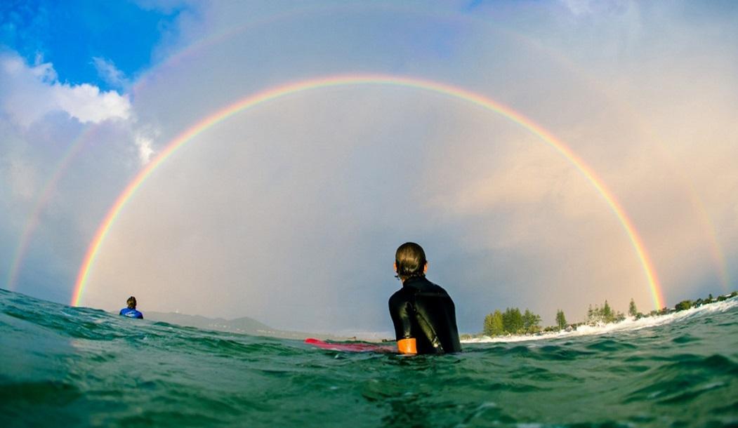 Джо Гинан созерцает нелепо красивую двойную радугу над заливом