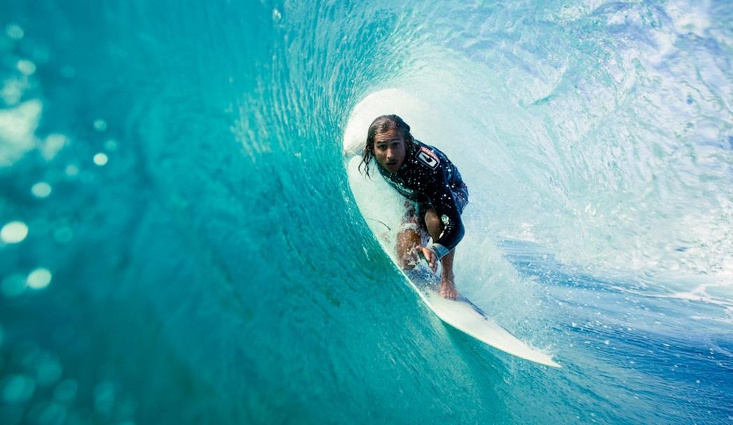 Ника Колби накрывает бочкой где-то в Новом Южном Уэльсе