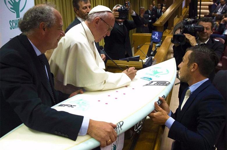 Почему Папа Римский решил встать на борд?