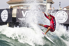 Филипе Толедо одержал победу на чемпионате Vans US Open of Surfing 2016