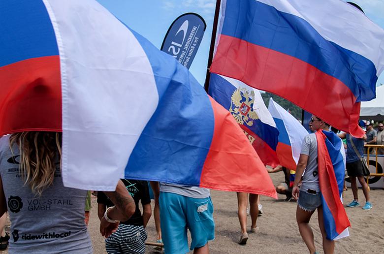 Серфинг в России:  путь от Коста-Рики до Токио
